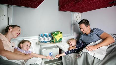 Familie im Liegewagen