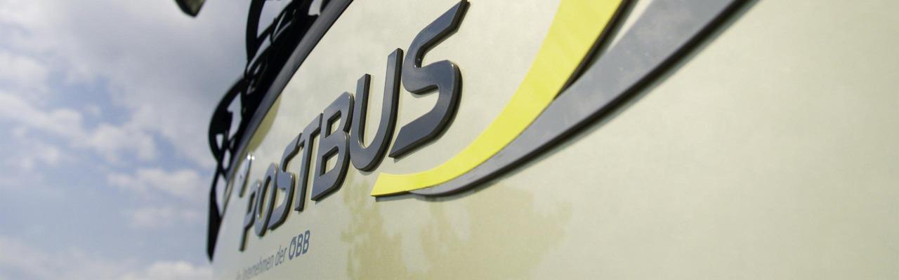 Frontaufnahme mit Postbus Logo