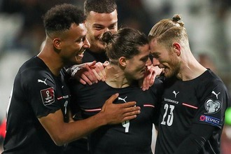 Jubelnde Spieler des österreichischen Fußball-Nationalteams