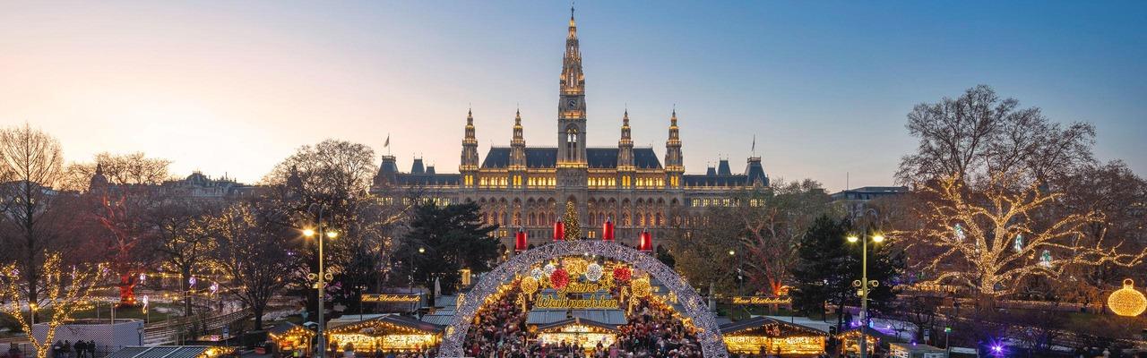 Wien Rathausplatz zur Weihnachtszeit