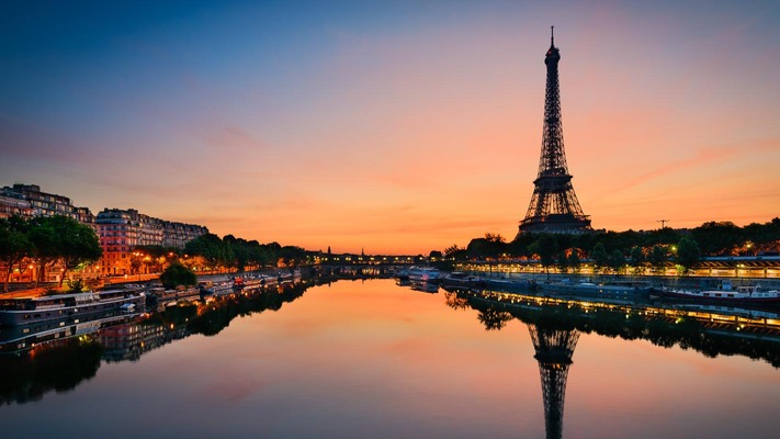 Sunrise at Eiffel Tower