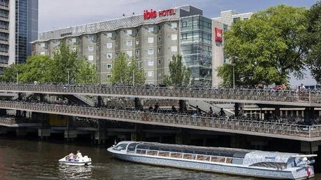 Fassade vom Ibis Amsterdam Centre