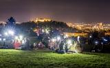 der Park Kravi Hora bei Nacht mit Blick auf Brünn