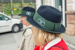 Lotte und Sissi mit Hut