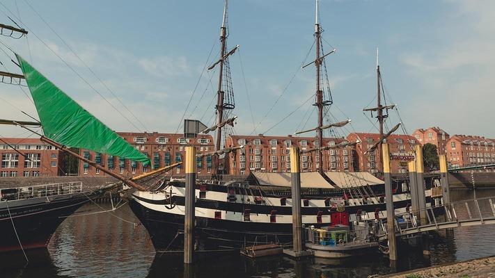 Altes Segelschiff im Hafen von Bremen