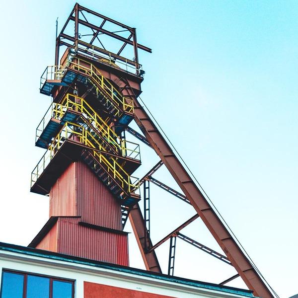 Der Förderturm des Salzbergwerks Bochnia