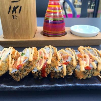 Schön garniertes Sushi