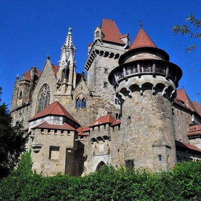 Außenansicht von der Burg Kreuzenstein