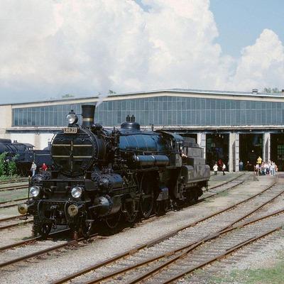 Alte Dampflok vor dem Eisenbahn Museum Strasshof