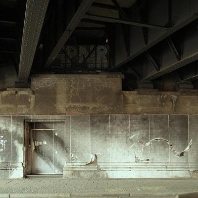 Unter einer Brücke