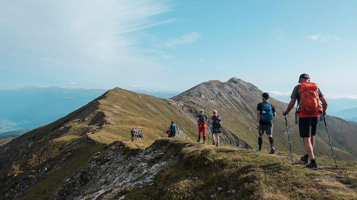 Wanderer:innen in den Bergen im Lungau