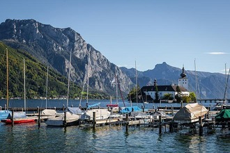 Boote am Dock vom Traunsee