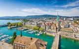 Luftaufnahme des Stadtzentrums von Zürich mit dem Fluss Limmat
