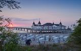 """Einmal über den Wellen der tosenden Ostsee """"schweben"""" -  das geht auf der Seebrücke im Seeheilbad Ahlbeck, welche zudem die Älteste in Deutschland ist"""