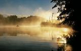 Verschlafene Gewässer: Wenn sich der Morgennebel über die Peene legt, glaubt man wieder an Nixen und Wassergeister