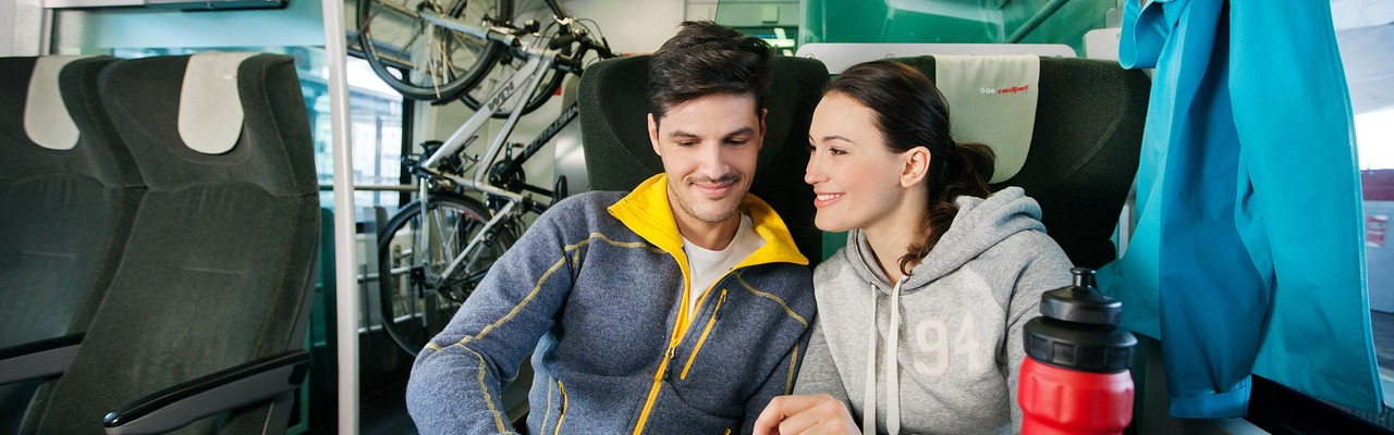Couple with bicycles in the ÖBB Railjet