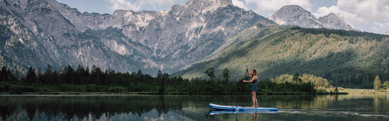 Couple hiking in the Salzkammergut