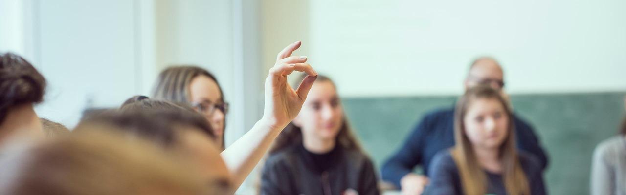 SchülerInnen in einem Lehrsaal