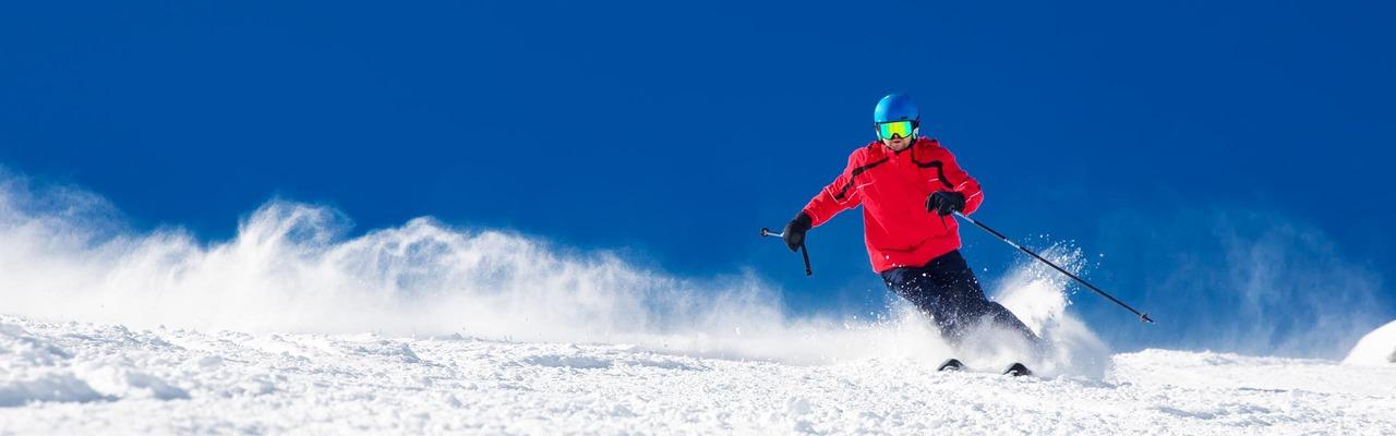 Skifahrer auf Piste