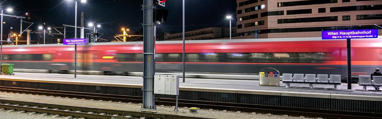 Railjet at the Vienna Airport station platform