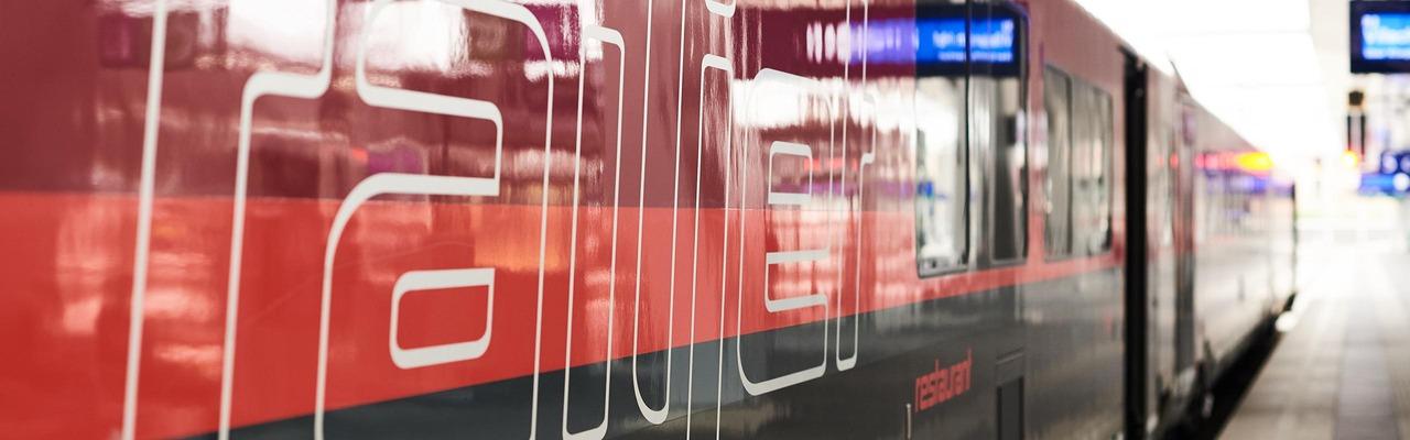 """railjet"" lettering on the train"