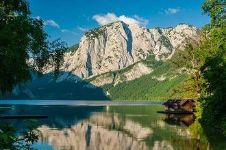 Altausseer See mit Trisselwand an sonnigen Sommertag