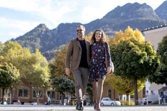 Spazieren im Herbst in der Alpenstadt
