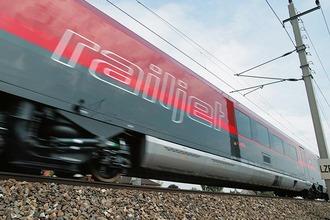 Seitenansicht des Railjet