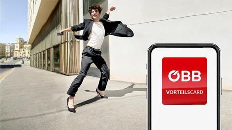 AppAppHurra Kampagnenbild, Mann mit Smartphone tanzt auf der Straße