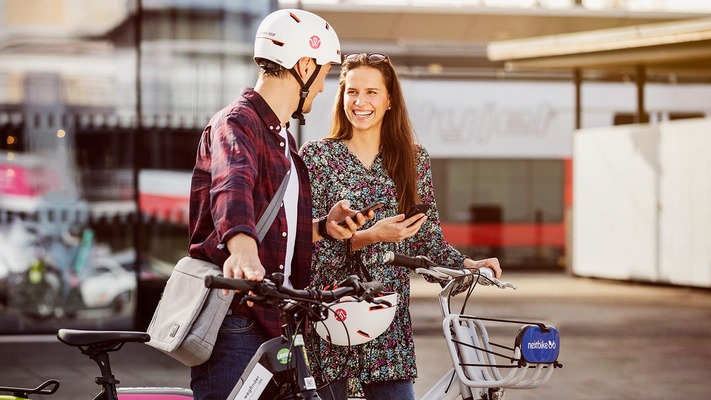 Man and woman in front of e-bikes