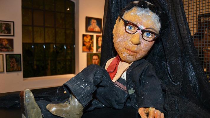 Nahaufnahme einer Puppe aus dem Puppentheater