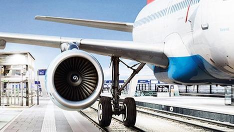 Fotomontage mit Flugzeug und Schienen