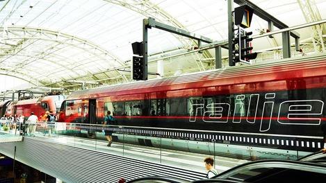 Railjet at Salzburg train station