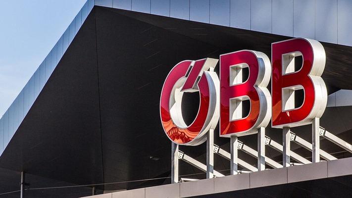 ÖBB Schriftzug am Bahnhofsgebäude Wien