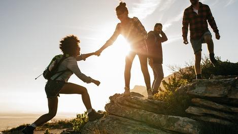 Vier Personen auf einer Wanderung