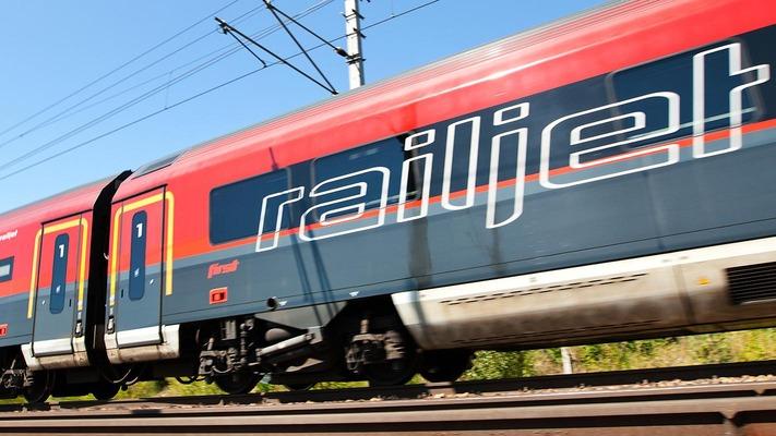 Seitenansicht eines Railjet